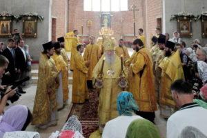 Первая Божественная литургия в строящемся Князь-Владимирском храме
