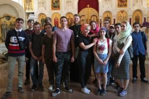 Молодежь на экскурсии в кучинском храме