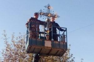 Установка креста на колокольню Екатерининского храма