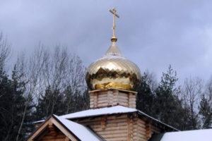 Установка креста над Сергиевским храмом в Кучино