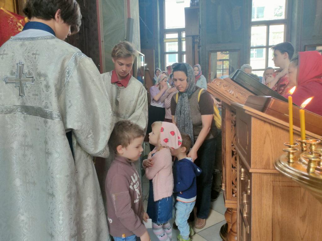 Божественная Литургия с воспитанниками воскресной школы в Троицком храме мкр. Железнодорожный