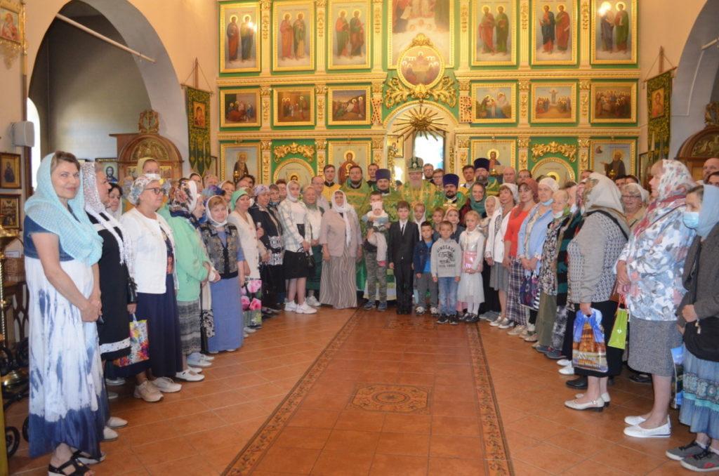 Архиерейское богослужение в микрорайоне Заря