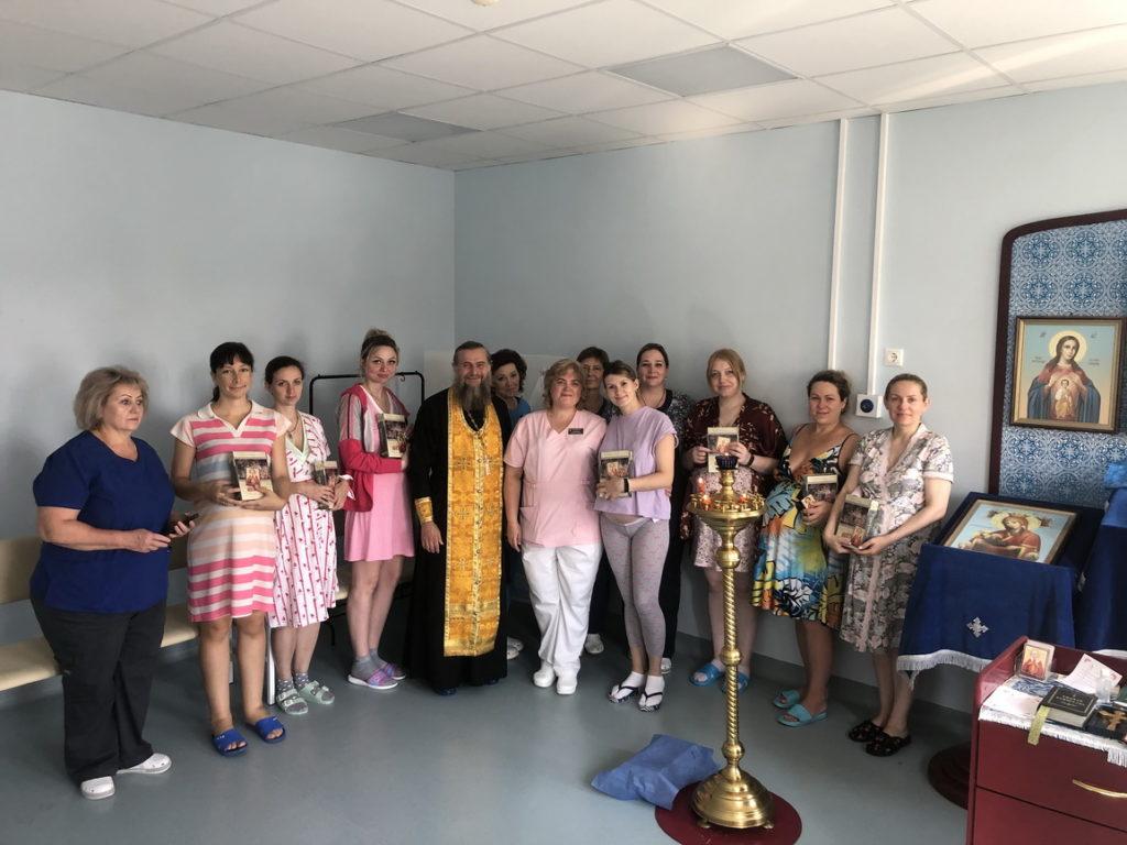 Молебен в родильном доме микрорайона Саввино