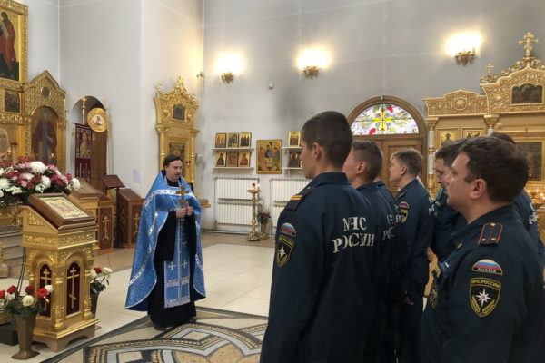 Молебен с участием балашихинских пожарных в Александро-Невском храме